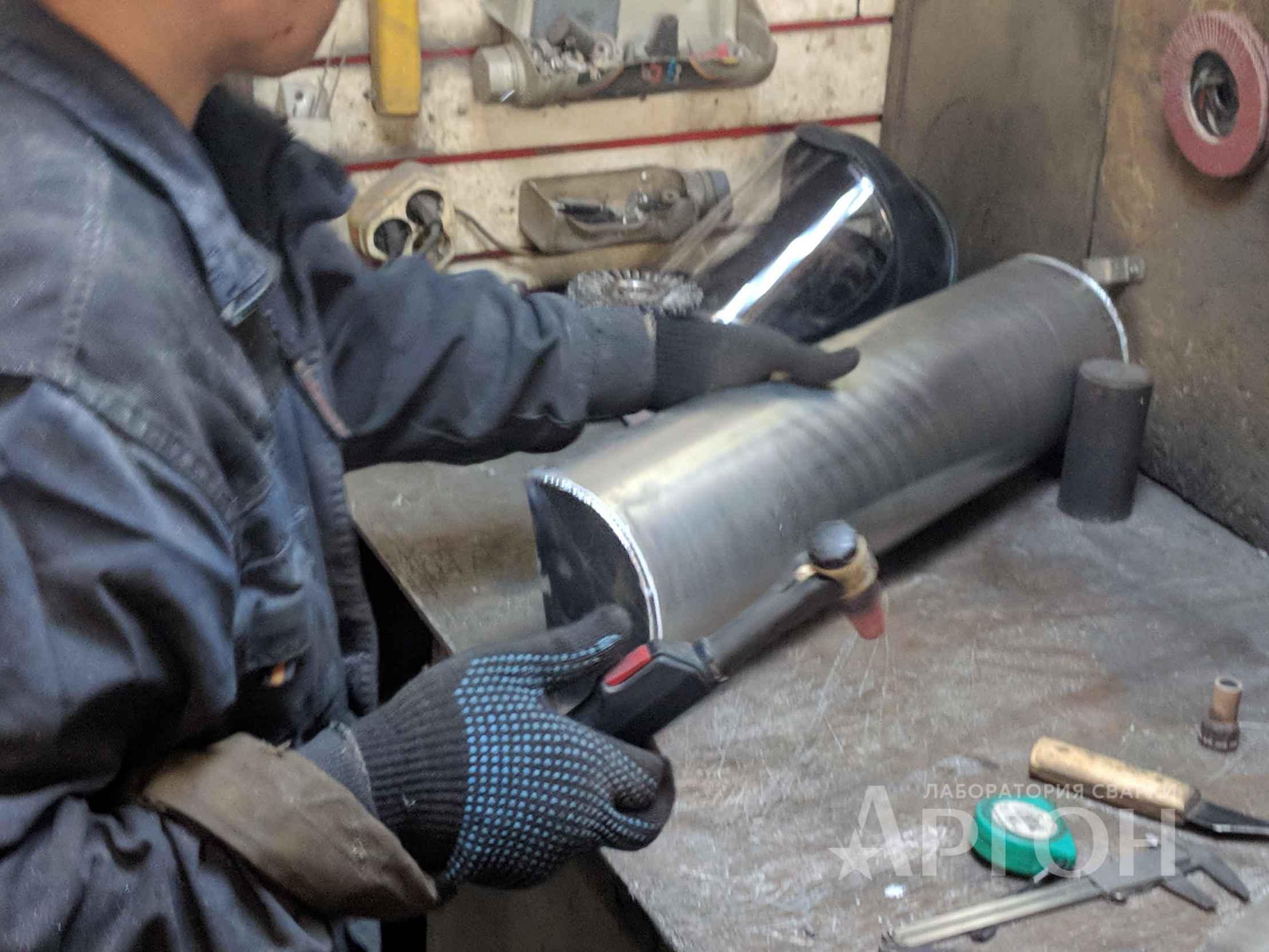 Замена бачка радиатора экскаватора